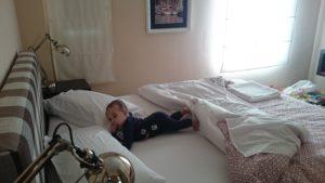 Samuel i vår säng =)